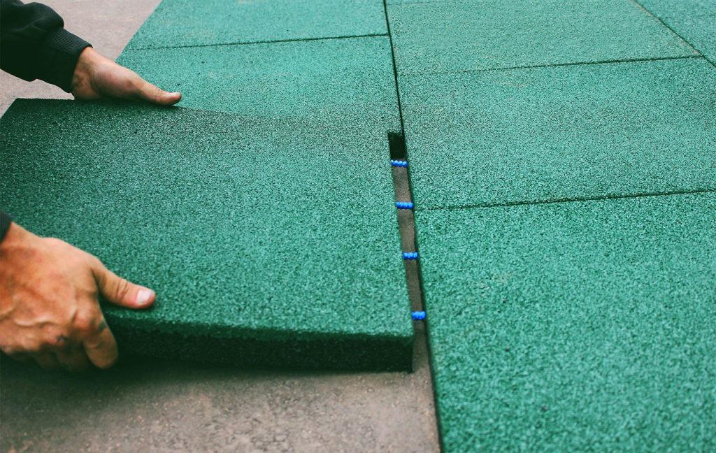 Укладка резиновой плитки